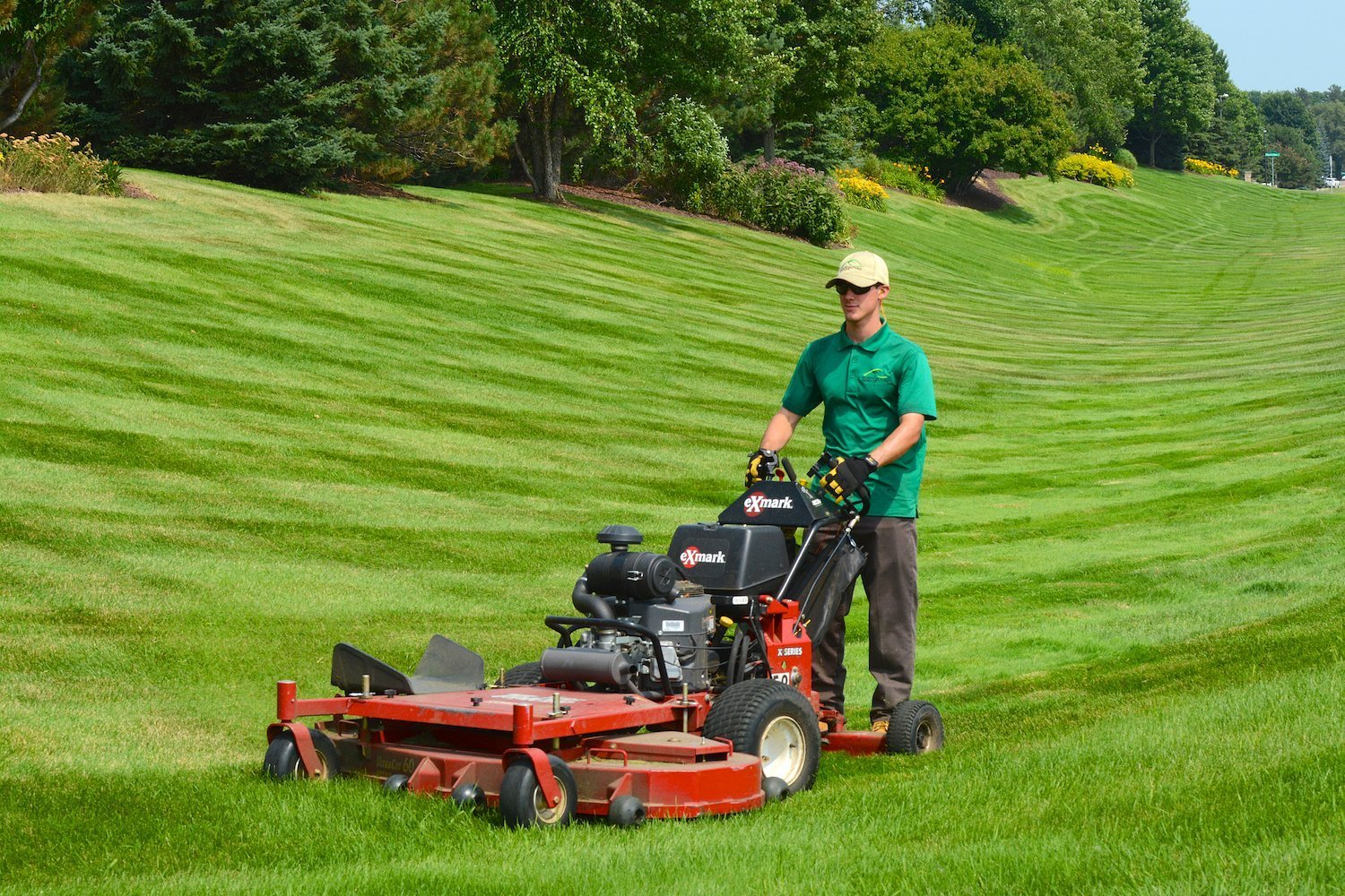 Landscape maintenance twin cities horticulture services for Lawn mowing and gardening services